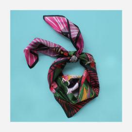 foulard lyon fleurs carre tropical viree exotique rose soie
