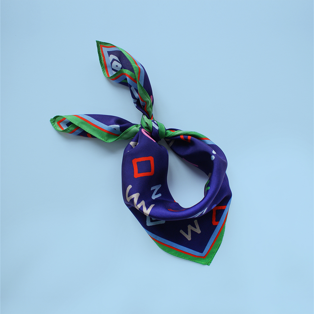 foulard lyon soie bleu cryptogram blue