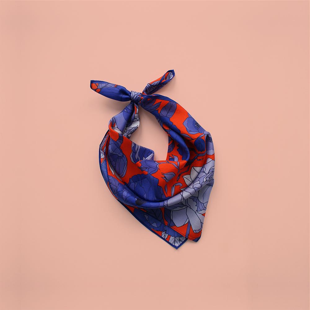 foulard lyon soie bleu orange fleurs bleues