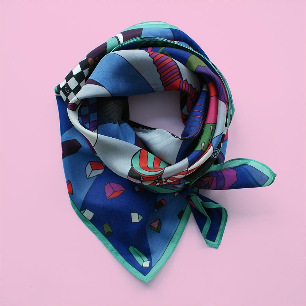 foulard lyon soie dessin jeu du corbeau bleu