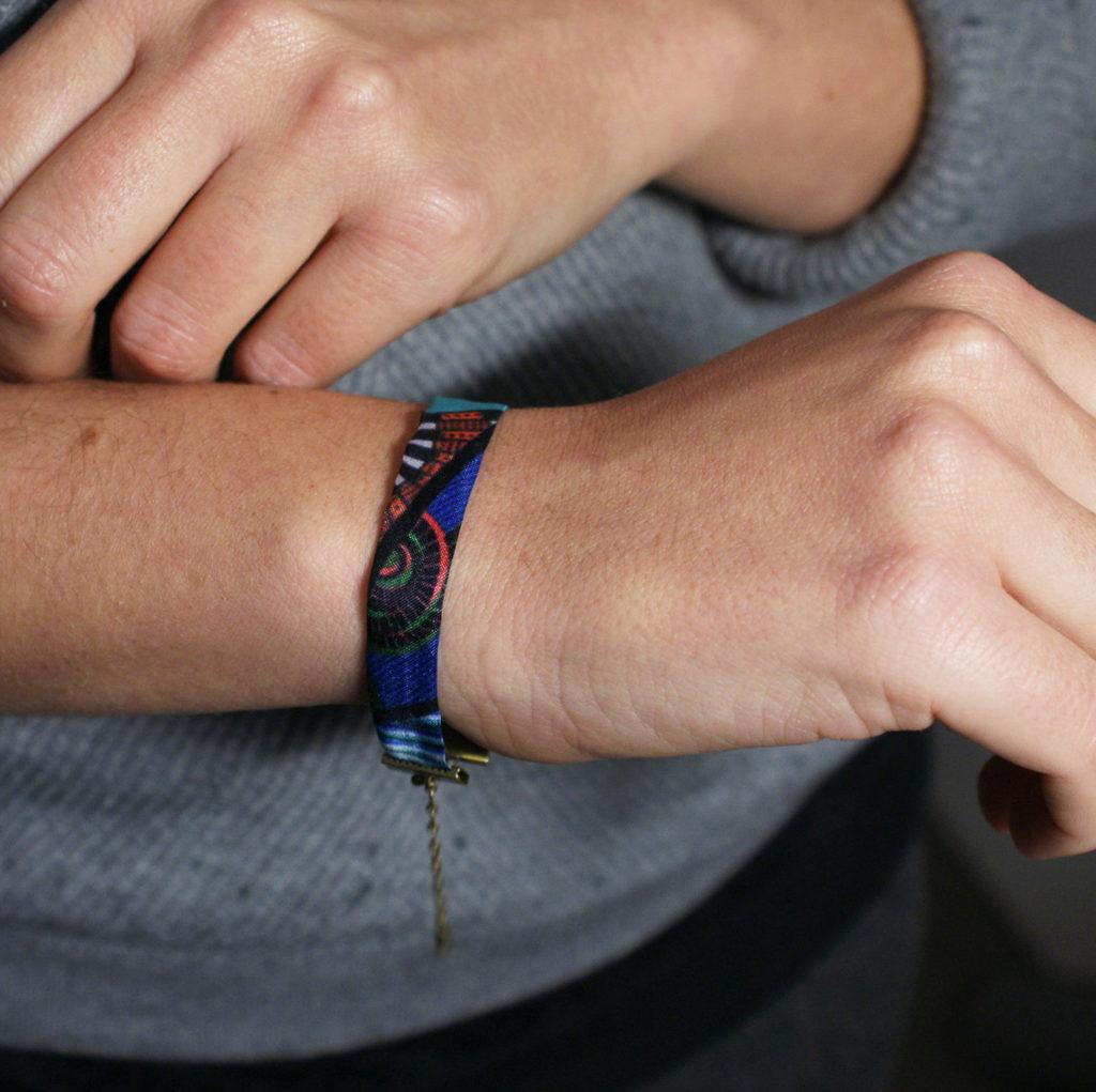 bracelet soie lyon chute carre