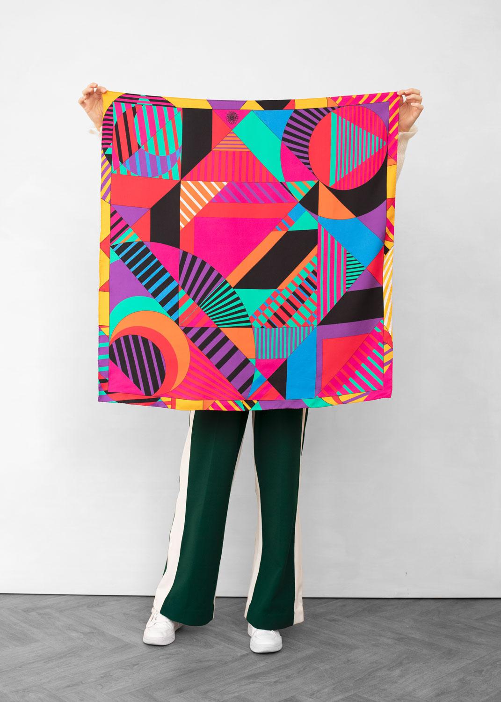 foulard lyon femme carre tendu porter soie relativite pop2